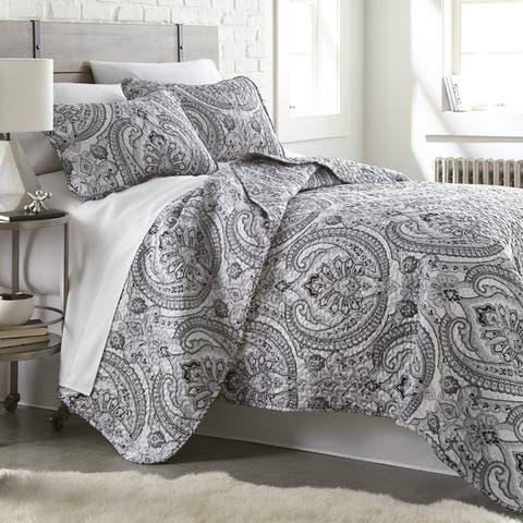 Vilano Ultra-Soft Lightweight Pure Melody 3-piece Paisley Quilt and Sham Set