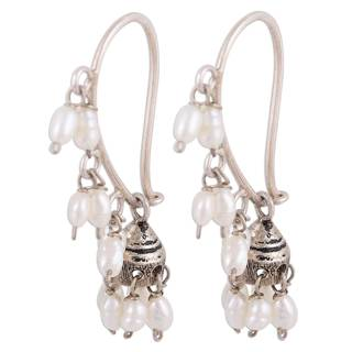 Handmade Sterling Silver 'Pearl Melody' Cultured Pearl Earrings (3 mm) (India)