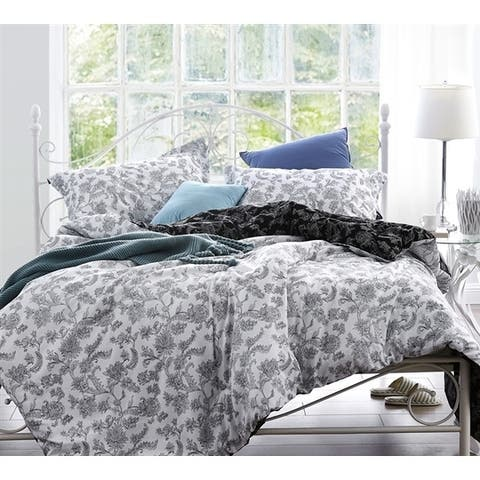 BYB Moxie Vines White and Black Comforter
