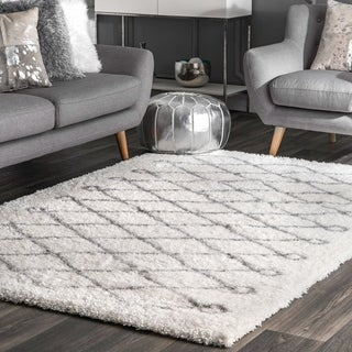 Oliver & James Eva Diamond Shag Area Rug - 6'7 x 9'