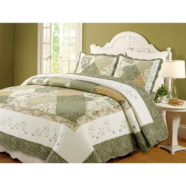 The Gray Barn Crosskeys Patchwork 3-piece Quilt Set. Opens flyout.
