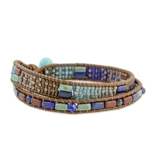 Handmade Glass Beaded 'Xocomil Winds' Bracelet (Guatemala)