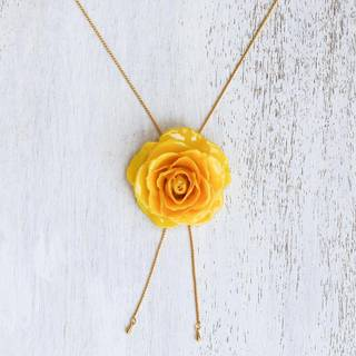 Handmade Gold Overlay Natural Rose 'Garden Rose in Yellow' Necklace (Thailand)