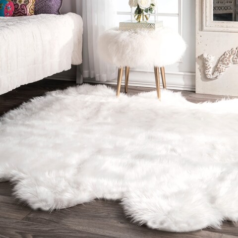 """Silver Orchid Russell Faux Flokati Sheepskin Soft and Plush Cloud White Sexto Shag Rug - 5' 3"""" x 6'"""