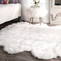 "Silver Orchid Russell Faux Flokati Sheepskin Soft and Plush Cloud White Sexto Shag Rug - 5' 3"" x 6'"