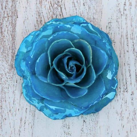 Handmade Natural Rose 'Rosy Mood in Azure' Brooch (Thailand) - Blue