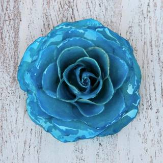 Handmade Natural Rose 'Rosy Mood in Azure' Brooch (Thailand)