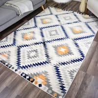"Robin Distressed Modern Diamond Area Rug - 5'3""x7'"