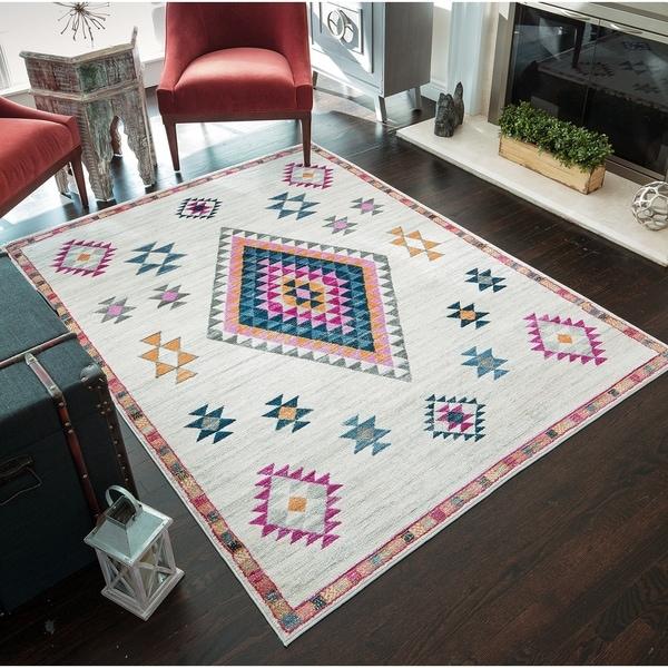 Zaha Modern Bohemian Triangle Area Rug - 8' x 10'