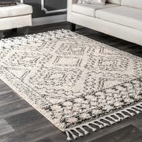 nuLOOM Off-White Soft and Plush Moroccan Tribal Geometric Shag Tassel Area Rug - 6'7'' x 9'
