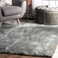 Silver Orchid Russell Cozy Soft and Plush Faux Sheepskin Solid Shag Grey Rug  - 4' x 6'