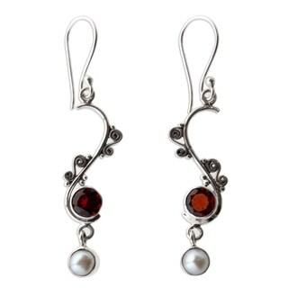 Handmade Sterling Silver 'Graceful' Pearl Garnet Earrings (6 mm) (Indonesia)