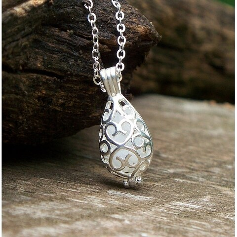 Handmade Recycled Vintage Pond's Cream Jar Silver Filigree Teardrop Necklace - White (United States)