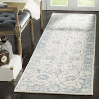 Safavieh Handmade Blossom Contemporary Ivory / Blue Wool Rug (2'3' x 8') - 2'3 x 8'