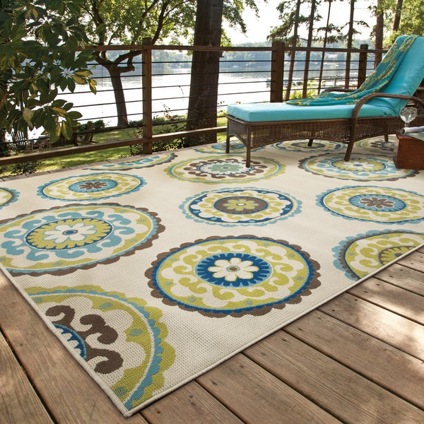 Havenside Home Lewisburg Medallion Ivory/ Green Indoor/ Outdoor Area Rug - 3'7 x 5'6