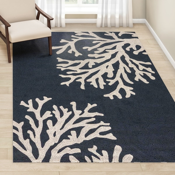Havenside Home Saint Michaels Indoor/ Outdoor Floral Navy/ Cream Area Rug - 7'6 x 9'6