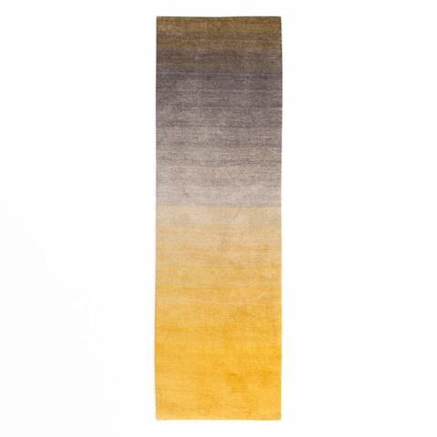 Carson Carrington Padborg Handmade Soft and Plush Ombre Shag Rug