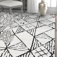 Well Woven Black/White Modern Trellis Area Rug (7'10 x 9'10)