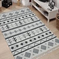 Handmade Flat-weave Itza Ivory Wool Rug - 5' x 8'