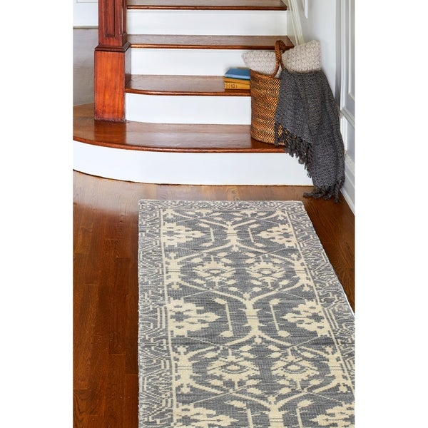 "Olympia Grey Transitional Area Rug - 2'6"" x 8' Runner"