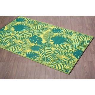 Fiesta Green Leaves Indoor/Outdoor Reversible Plastic Area Rug - 6' x 9'