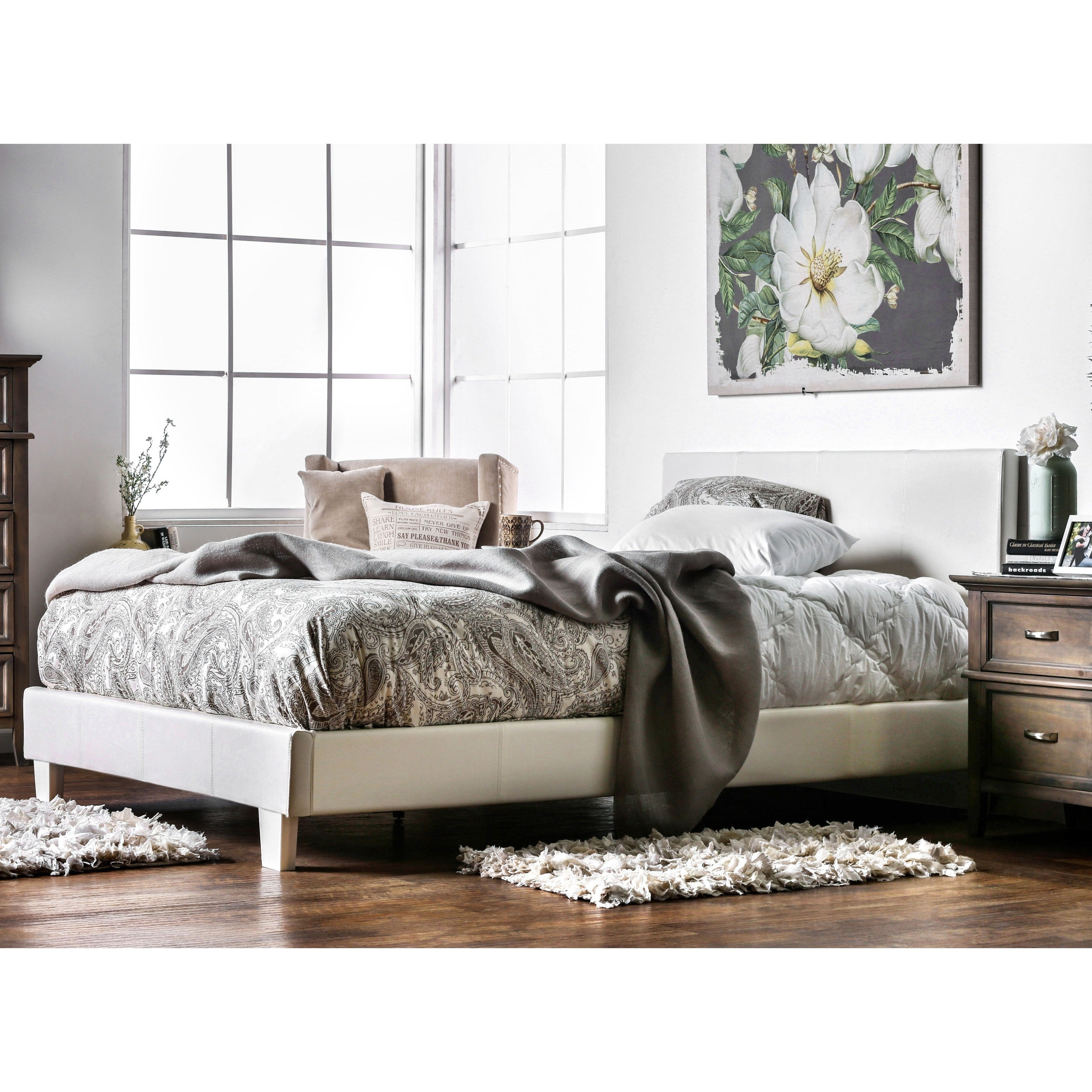 Furniture Of America Lala Modern Queen Faux Leather Platform Bed