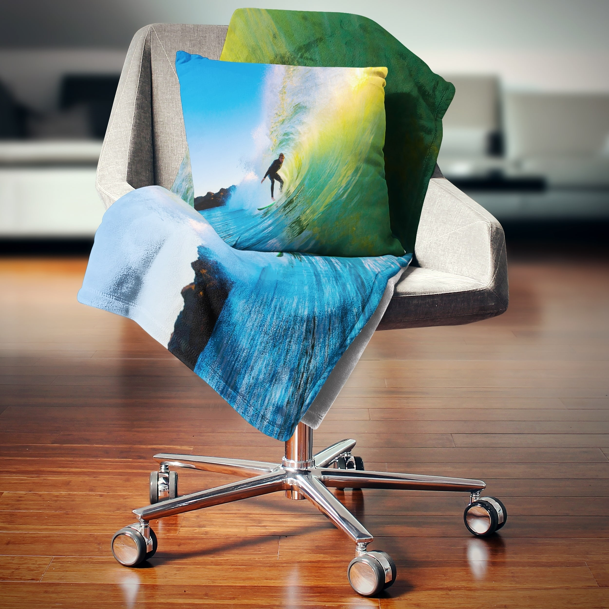 Designart Surfer Beating Green Waves Photography Throw Blanket On Sale Overstock 20845362 71 In X 59 In