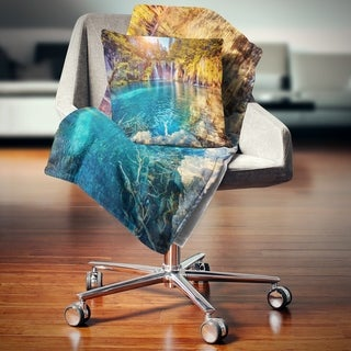 Designart 'Turquoise Water and Sunny Beams' Landscape Photography Throw Blanket