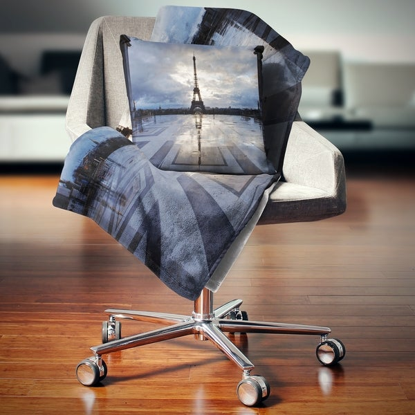 Designart 'Reflection of Paris Eiffel TowerWith Clouds' Throw Blanket