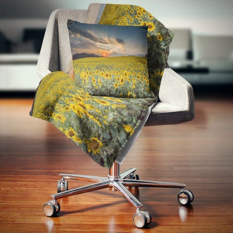 Designart 'Sunflower Sunset with Cloudy Sky' Landscape Fleece Throw Blanket