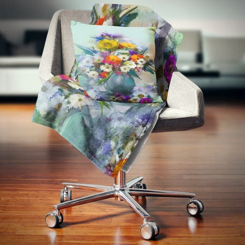 Designart 'Bunch of Small Flowers' Floral Throw Blanket
