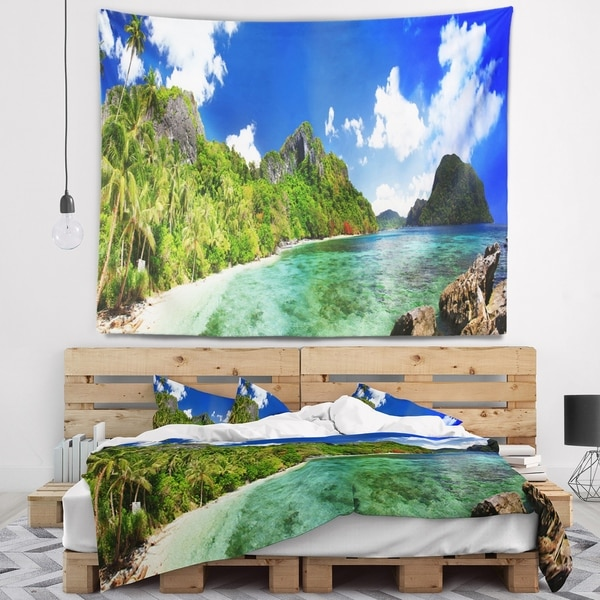 Designart 'Tropical Scenery' Landscape Photography Wall Tapestry