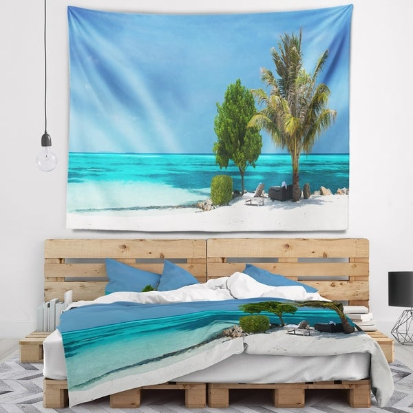 Designart 'Beach with White Sand and Turquoise Water' Modern Seascape Wall Tapestry