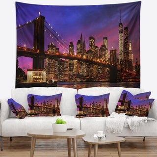 Designart 'Brooklyn Bridge and Manhattan at Sunset' Wall Tapestry
