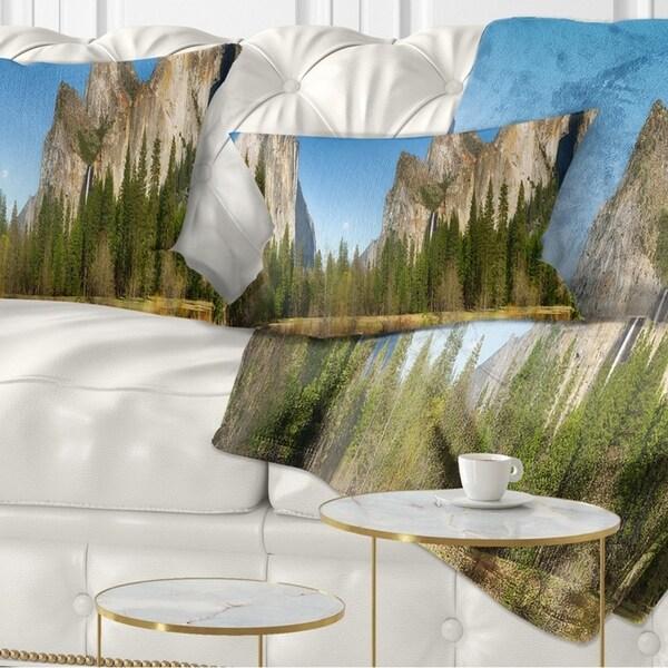 Designart 'Yosemite Valley Panorama' Landscape Printed Throw Pillow