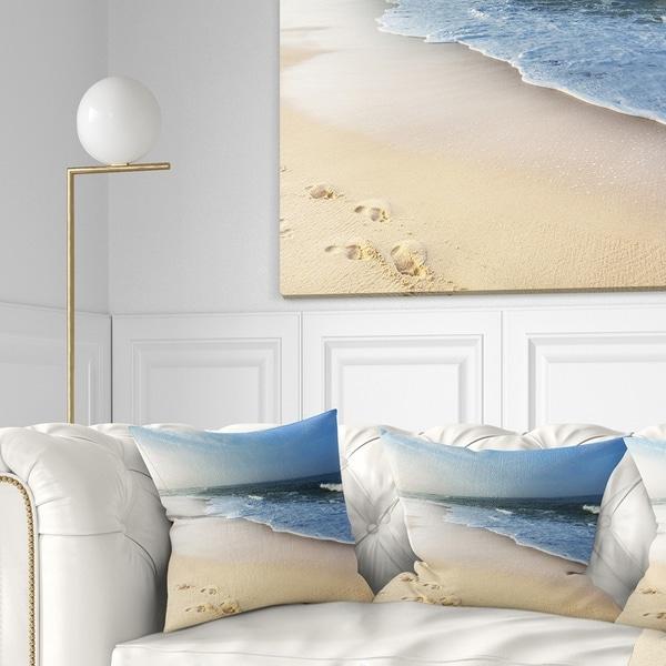 Designart 'Clam Tropical Beach with Footprints' Seashore Throw Pillow