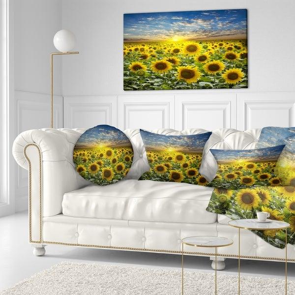 Designart 'Field of Blooming Sunflowers' Flower Throw Pillow