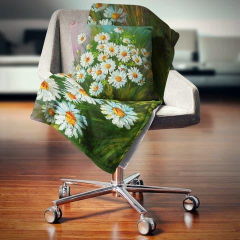 Designart 'Heavily Textured Daisies Art' Floral Throw Blanket
