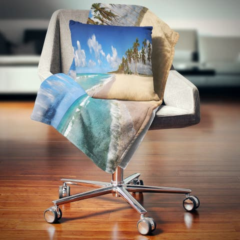 Designart 'Tropical Exotic Beach' Landscape Photography Throw Blanket