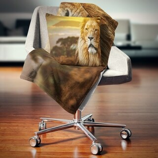 Designart 'Lion and Mount Kilimanjaro' Animal Throw Blanket