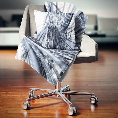 Designart 'Fractal Black N White Connected Stripes' Throw Blanket