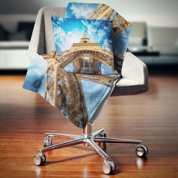 Designart 'Beautiful view of Paris Paris Eiffel Towerin Paris' Cityscape Throw Blanket