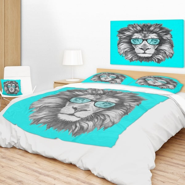 Designart 'Funny Lion With Blue Glasses' Animal Throw Blanket Free Awesome Lion Blanket Or Throw