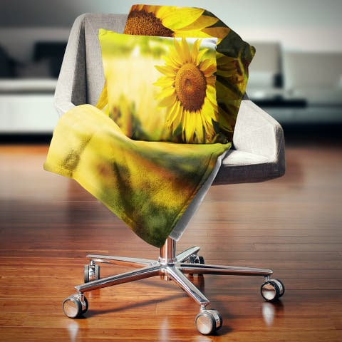 Designart 'Beautiful Tuscany Sunflower' Floral Throw Blanket