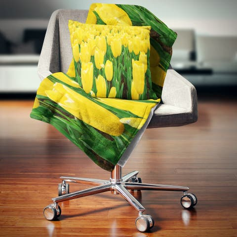 Designart 'Bright Tulip Flowers in Garden' Floral Throw Blanket