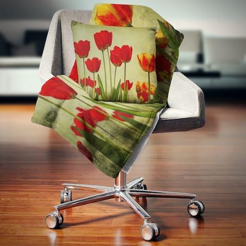 Designart 'Grunge Flowers Background' Floral Throw Blanket
