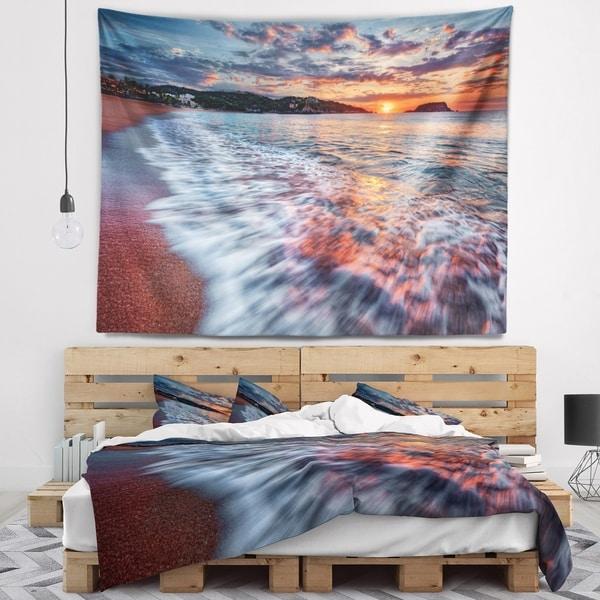 Designart 'Calm Seashore with Rushing Waters' Seashore Wall Tapestry