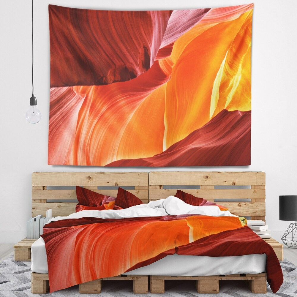 Designart Midday In Antelope Canyon Landscape Photo Wall Tapestry 80 In X 68 In Shefinds