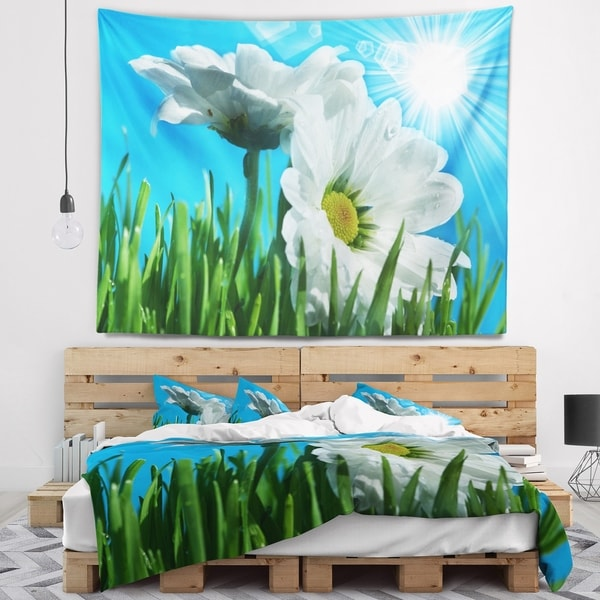 Designart 'Beautiful Chamomiles in Bright Sunlight' Floral Wall Tapestry