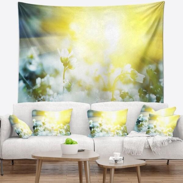 Designart 'Beautiful White Flowers At Sunrise' Flower Wall Tapestry